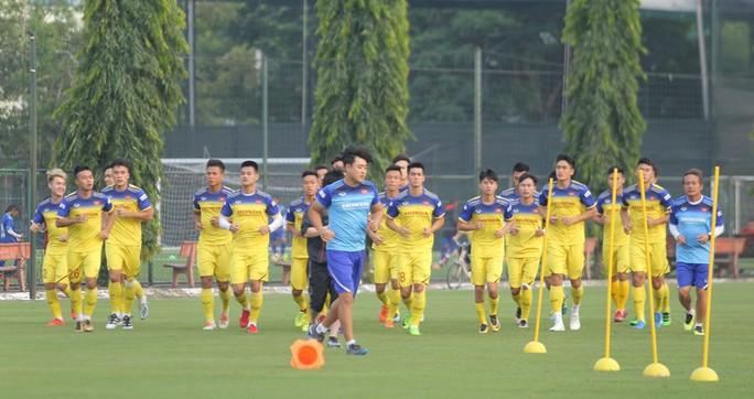 Cận cảnh buổi tập nhẹ nhàng, vui vẻ của Đội tuyển U23 Việt Nam - Ảnh 2.