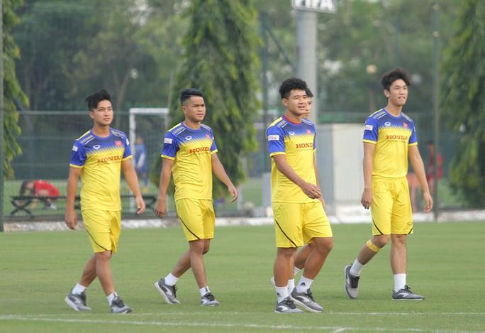 Cận cảnh buổi tập nhẹ nhàng, vui vẻ của Đội tuyển U23 Việt Nam - Ảnh 3.