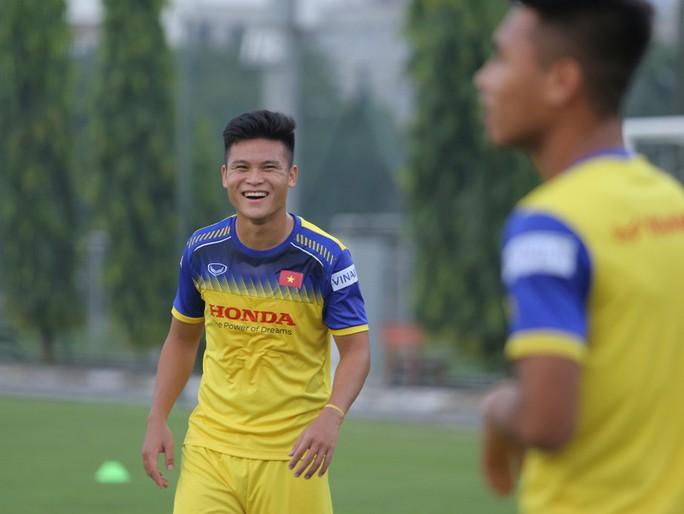 Cận cảnh buổi tập nhẹ nhàng, vui vẻ của Đội tuyển U23 Việt Nam - Ảnh 4.