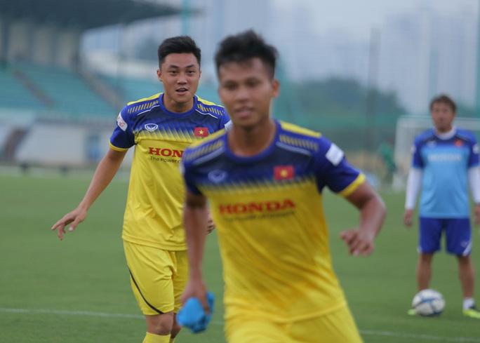 Cận cảnh buổi tập nhẹ nhàng, vui vẻ của Đội tuyển U23 Việt Nam - Ảnh 5.