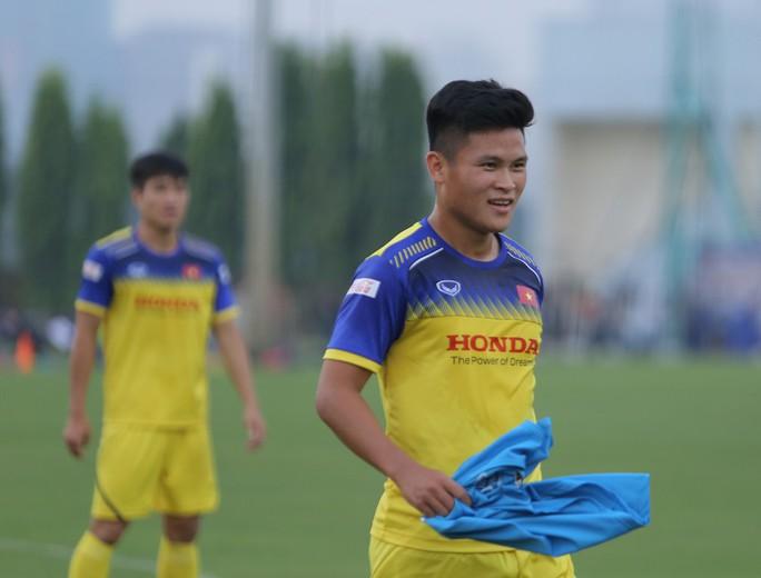 Cận cảnh buổi tập nhẹ nhàng, vui vẻ của Đội tuyển U23 Việt Nam - Ảnh 6.
