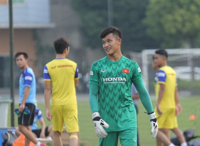 Cận cảnh buổi tập nhẹ nhàng, vui vẻ của Đội tuyển U23 Việt Nam - Ảnh 8.