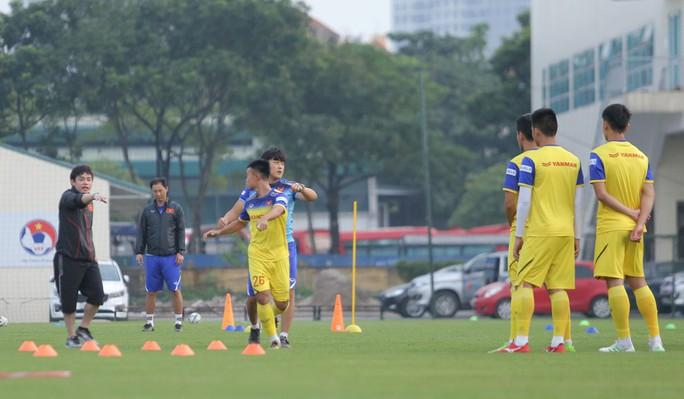 Cận cảnh buổi tập nhẹ nhàng, vui vẻ của Đội tuyển U23 Việt Nam - Ảnh 9.
