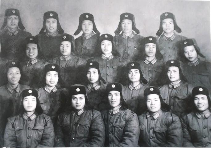 """7 tấm ảnh tư liệu về Anh hùng phi công """"huyền thoại số 7"""" - Ảnh 3."""