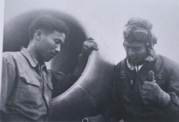 """7 tấm ảnh tư liệu về Anh hùng phi công """"huyền thoại số 7"""" - Ảnh 5."""