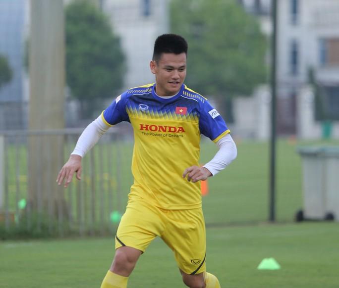 Cận cảnh buổi tập nhẹ nhàng, vui vẻ của Đội tuyển U23 Việt Nam - Ảnh 10.