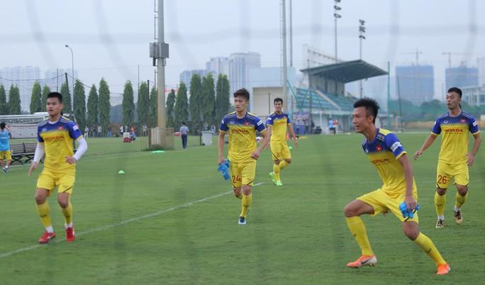 Cận cảnh buổi tập nhẹ nhàng, vui vẻ của Đội tuyển U23 Việt Nam - Ảnh 12.