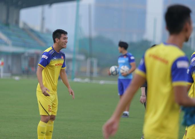 Cận cảnh buổi tập nhẹ nhàng, vui vẻ của Đội tuyển U23 Việt Nam - Ảnh 13.