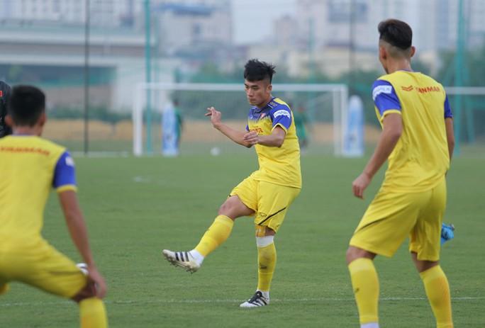 Cận cảnh buổi tập nhẹ nhàng, vui vẻ của Đội tuyển U23 Việt Nam - Ảnh 14.