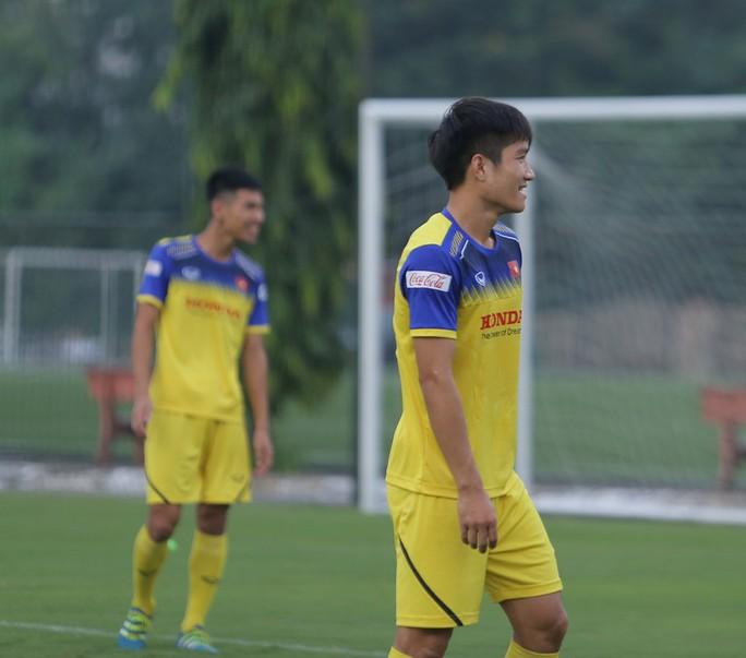 Cận cảnh buổi tập nhẹ nhàng, vui vẻ của Đội tuyển U23 Việt Nam - Ảnh 15.
