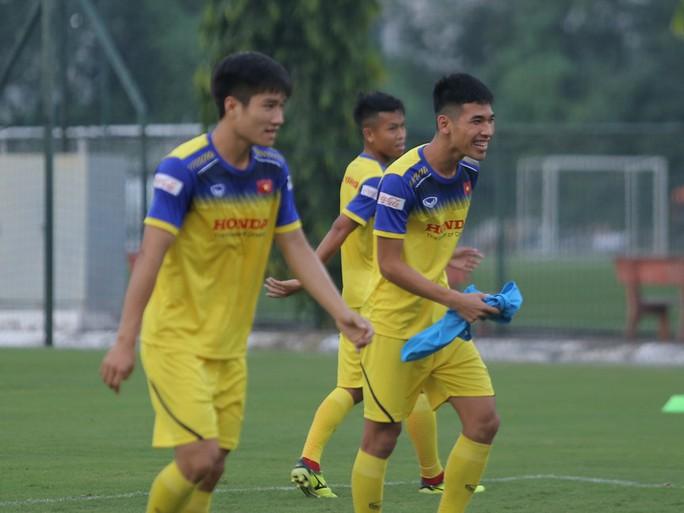 Cận cảnh buổi tập nhẹ nhàng, vui vẻ của Đội tuyển U23 Việt Nam - Ảnh 16.