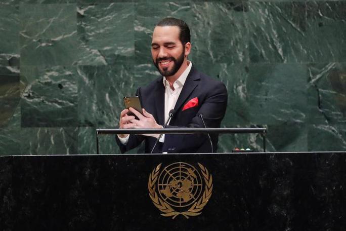 Tổng thống El Salvador chụp ảnh tự sướng tại Liên Hiệp Quốc - Ảnh 1.