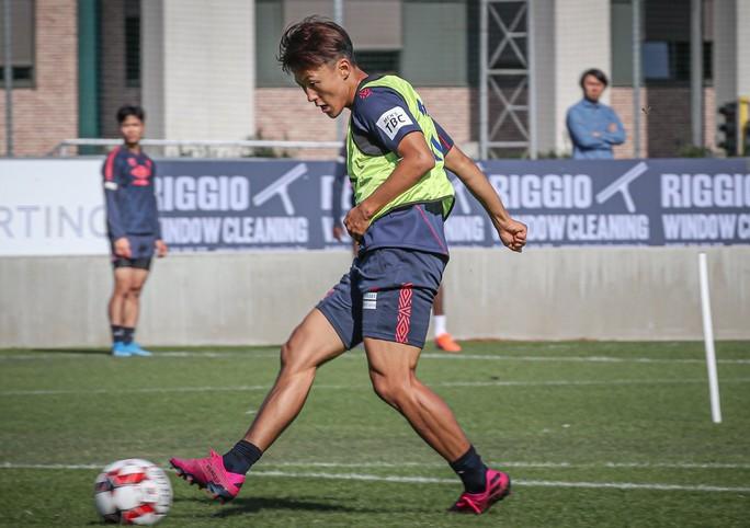 Công Phượng 4 trận không được đăng kí, chưa khổ bằng Messi Hàn Quốc - Ảnh 1.