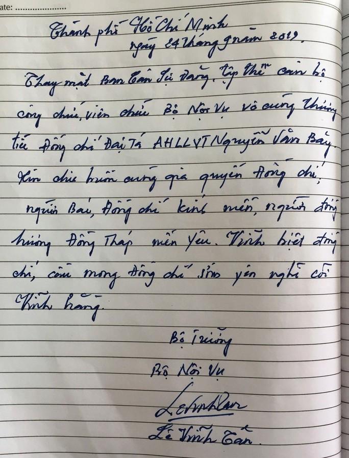 Xúc động những dòng chữ trong sổ tang Anh hùng phi công - Đại tá Nguyễn Văn Bảy - Ảnh 3.