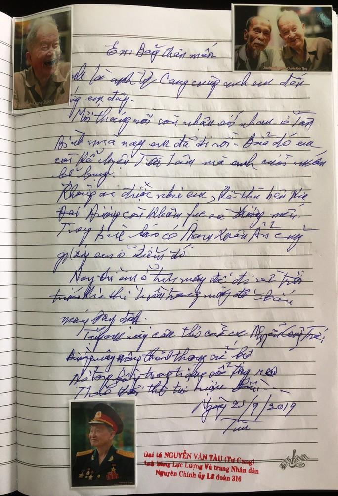 Xúc động những dòng chữ trong sổ tang Anh hùng phi công - Đại tá Nguyễn Văn Bảy - Ảnh 7.