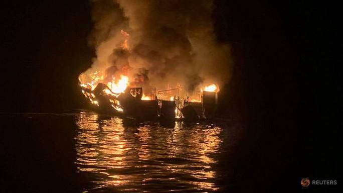 Cháy tàu thủy ở Mỹ, 25 người thiệt mạng - Ảnh 2.