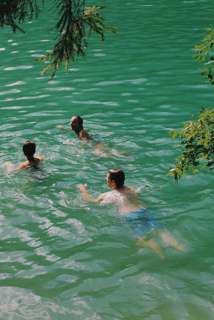 Theo người Ý đi… tắm hồ - Ảnh 6.