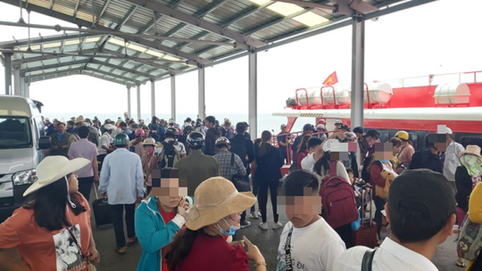 Ảnh hưởng mưa bão, tàu cao tốc ở Phú Quốc tiếp tục tạm ngưng hoạt động - Ảnh 3.