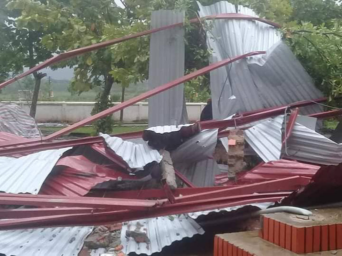 Trường học tan hoang vì lốc xoáy, hơn 2.600 học sinh phải nghỉ học do mưa lũ - Ảnh 3.