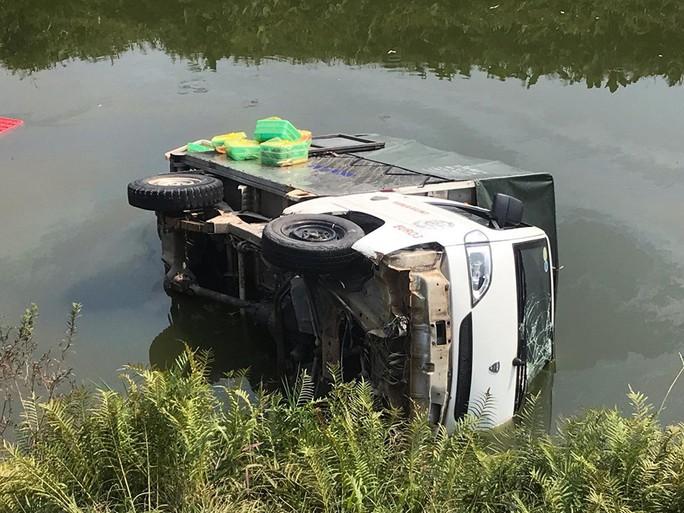 Xe tải chở cơm tông trực diện làm 2 học sinh tử vong, 3 người bị thương nặng - Ảnh 2.