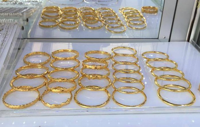 Biến động liên tục, giá vàng SJC trồi sụt quanh 42 triệu đồng/lượng - Ảnh 1.