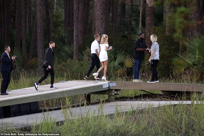 Justin Bieber và Hailey Baldwin đẹp đôi trước giờ cưới - Ảnh 6.