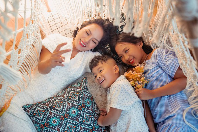Ca sĩ Thái Thuỳ Linh chia sẻ về hôn nhân đổ vỡ và bản Hợp đồng mẫu tử - Ảnh 2.