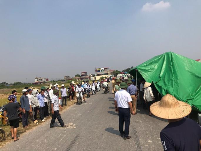 Xe tải chở cơm tông trực diện làm 2 học sinh tử vong, 3 người bị thương nặng - Ảnh 3.