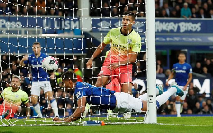 Khoan thủng lưới Man City, Calvert-Lewin được HLV Guardiola để mắt - Ảnh 2.