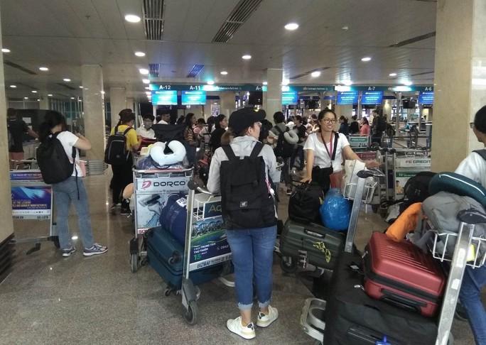 Sân bay Tân Sơn Nhất ngừng phát thanh từ 1-10, hành khách cần làm gì? - Ảnh 1.