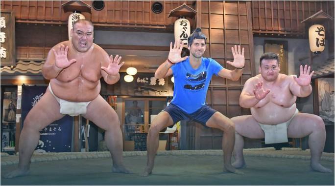 Djokovic bỏ quần vợt, chuyển sang tập... Sumo! - Ảnh 4.