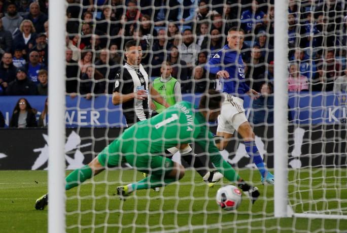 Hiện tượng tái xuất, Leicester đại thắng tại King Power - Ảnh 4.