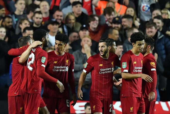 Dùng cầu thủ bất hợp pháp, Liverpool bị cấm thi đấu Cúp Liên đoàn - Ảnh 1.