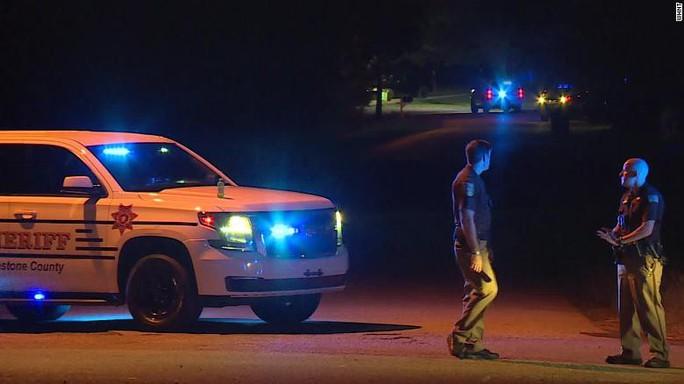 Thiếu niên xách súng giết 5 người trong gia đình ở Mỹ - Ảnh 1.