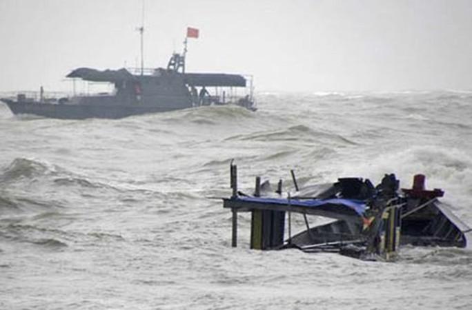 Tàu câu mực cùng 44 ngư dân chìm ở Trường Sa: 3 người còn mất tích - Ảnh 1.