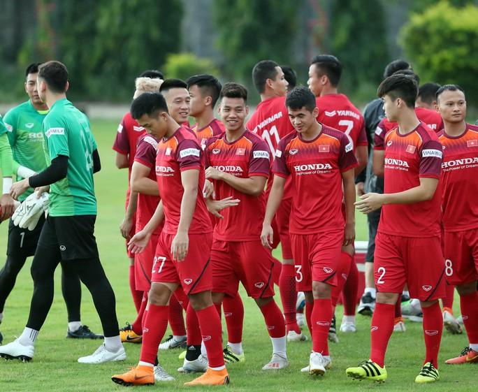 HLV Park Hang-seo gạch tên tiền đạo vừa trở lại tuyển Việt Nam sau 6 năm - Ảnh 1.