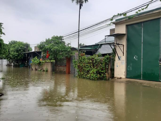 Hàng loạt trường học ở Nghệ An và Hà Tĩnh hoãn khai giảng do mưa lũ - Ảnh 1.