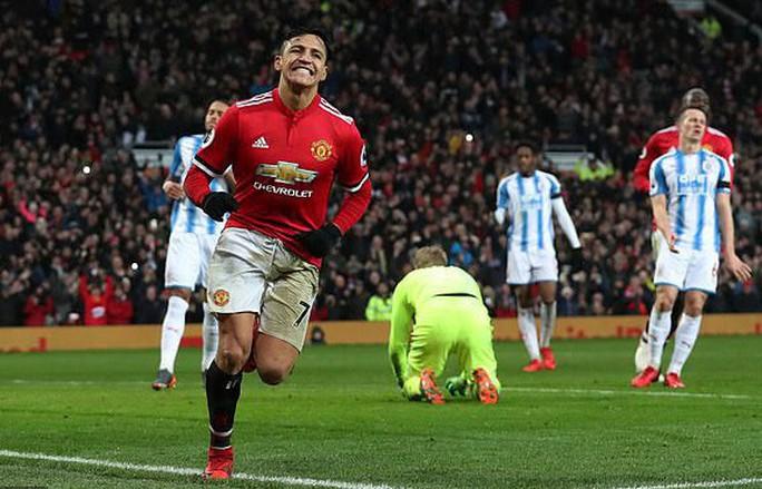Nói lời cay đắng với M.U, Sanchez nhận bão chỉ trích từ báo chí Anh - Ảnh 4.