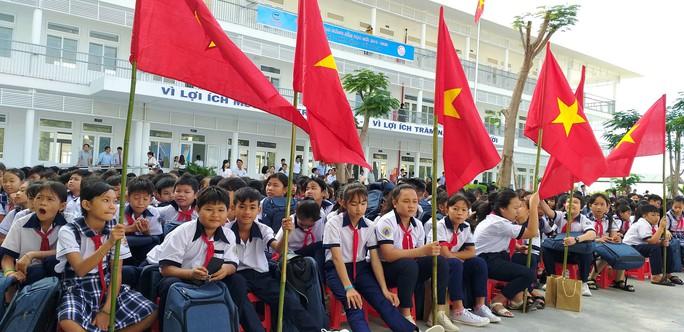 Trungnam Group bàn giao ngôi trường 45 tỉ đồng cho Ninh Thuận trong ngày khai giảng - Ảnh 1.