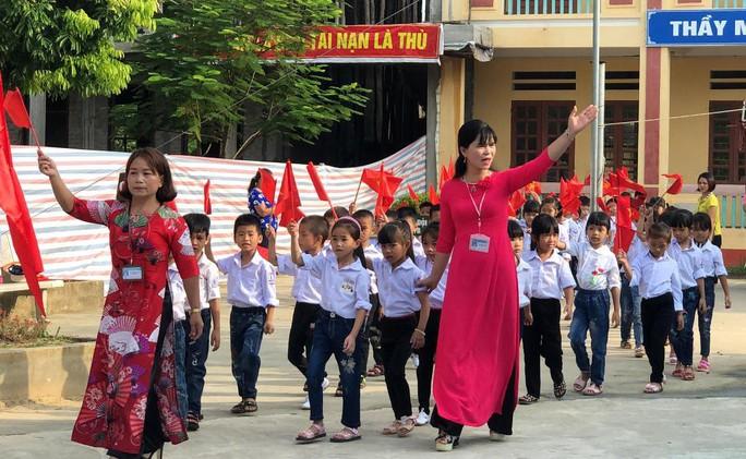 Những hình ảnh học sinh, sinh viên cả nước khai giảng năm học mới - Ảnh 4.