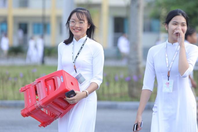Nữ sinh rạng ngời trong tà áo dài trắng tinh khôi ngày khai giảng - Ảnh 9.