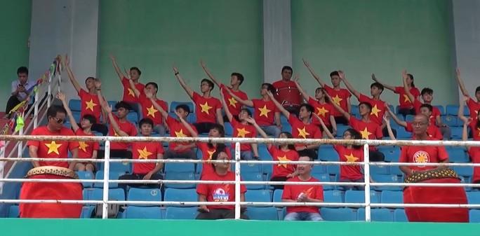 2.000 người đồng diễn kết hợp hát cổ động hâm nóng trận Thái Lan – Việt Nam - Ảnh 3.