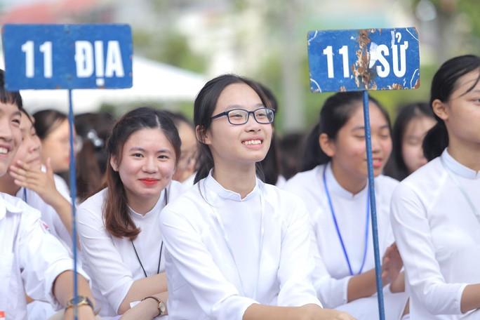 Những hình ảnh học sinh, sinh viên cả nước khai giảng năm học mới - Ảnh 1.