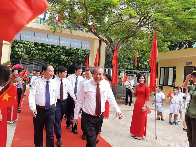 Những hình ảnh học sinh, sinh viên cả nước khai giảng năm học mới - Ảnh 8.