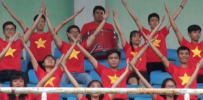 2.000 người đồng diễn kết hợp hát cổ động hâm nóng trận Thái Lan – Việt Nam - Ảnh 6.