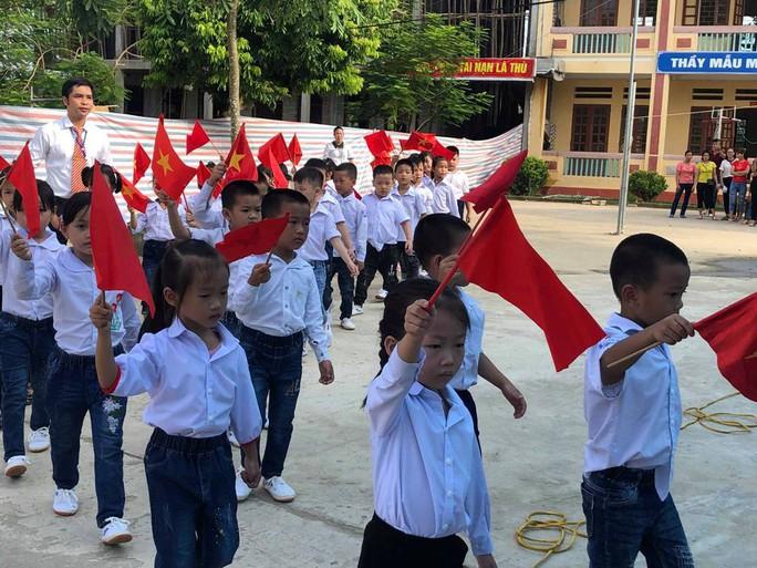 Những hình ảnh học sinh, sinh viên cả nước khai giảng năm học mới - Ảnh 5.