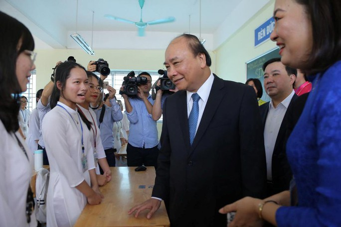Thủ tướng Nguyễn Xuân Phúc đánh trống khai giảng năm học mới - Ảnh 12.