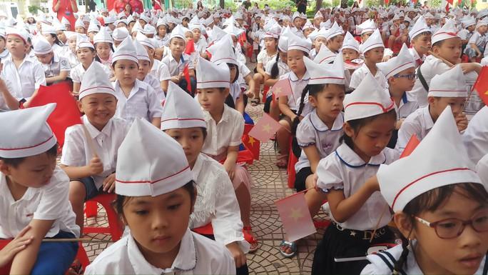 Những hình ảnh học sinh, sinh viên cả nước khai giảng năm học mới - Ảnh 10.