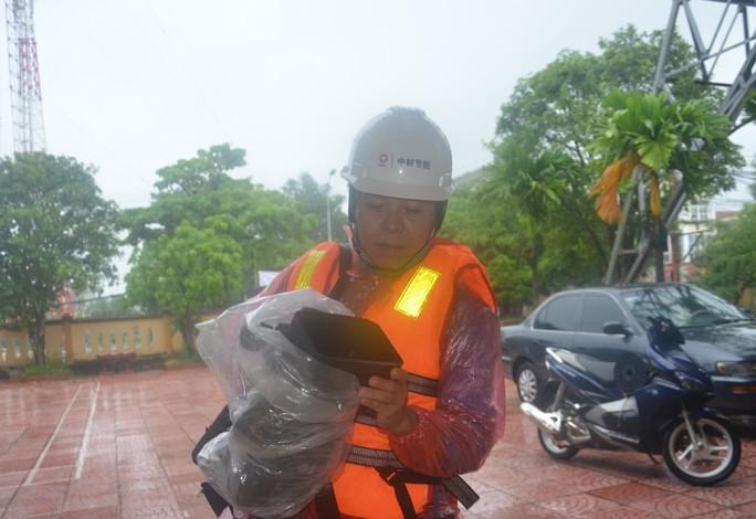 Anh Đoàn Thanh Đạm - Phóng viên Đài Truyền Thanh huyện Tuyên Hóa, trong đoàn công tác trở về an toàn