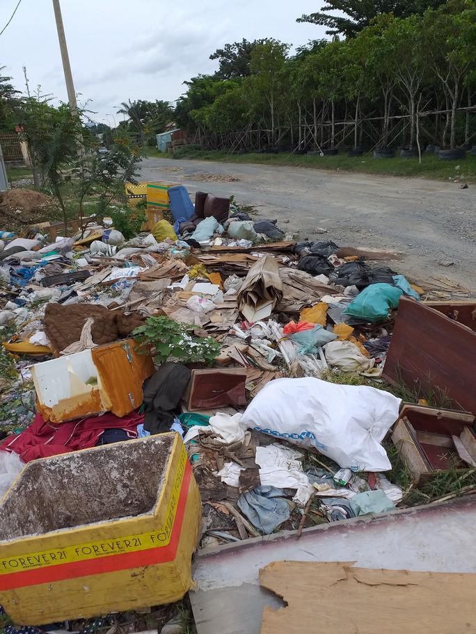 Ớn lạnh con đường rác ở quận 9 - Ảnh 1.